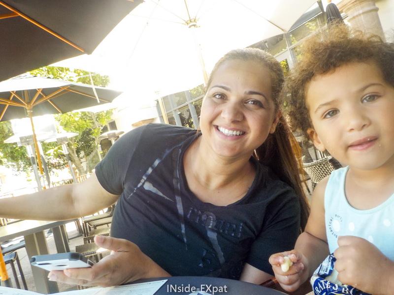 inside-expat-lunch-friends-blackhawk-plaza