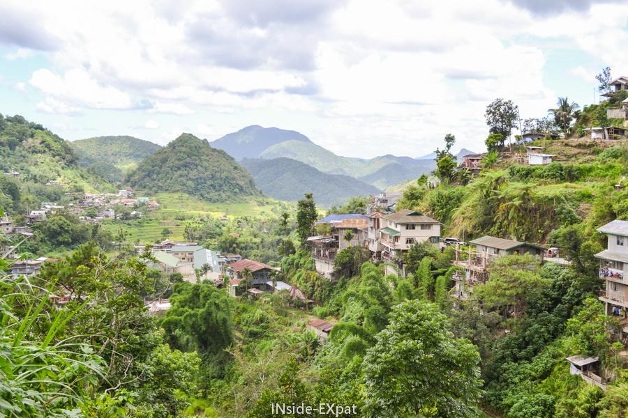Montagnes, rizières et ville