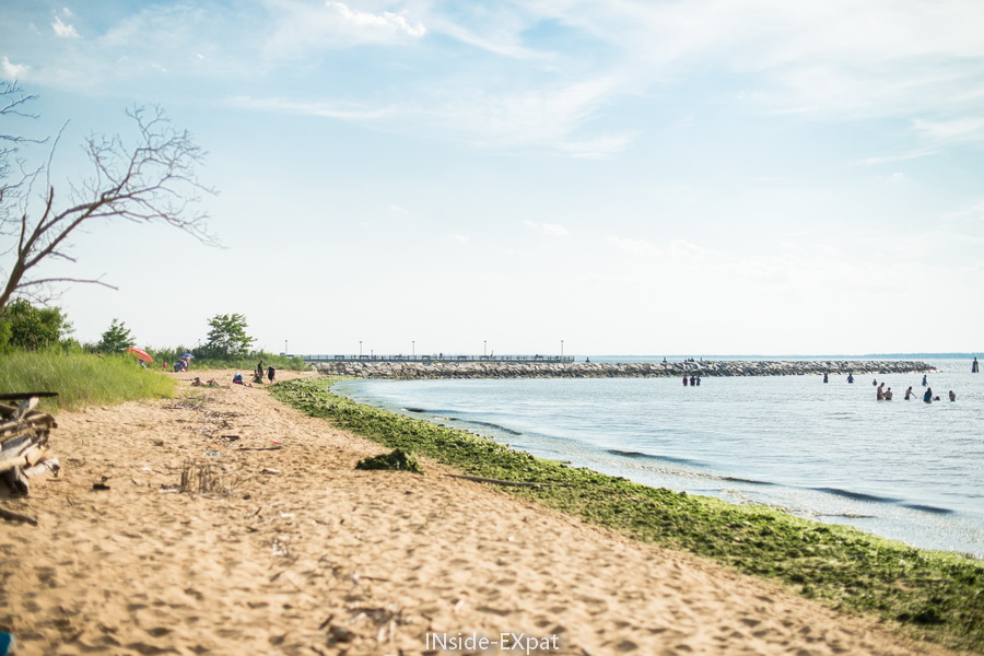 une plage pas surpeuplée