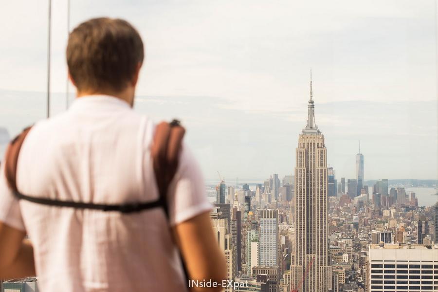 Daddy B. admirant NYC vue d'en haut