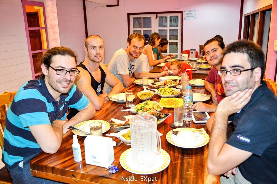 Diner à Koh Panyee avec les copains