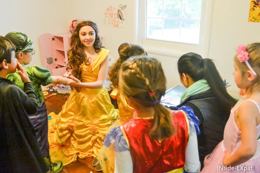 Belle avec les enfants