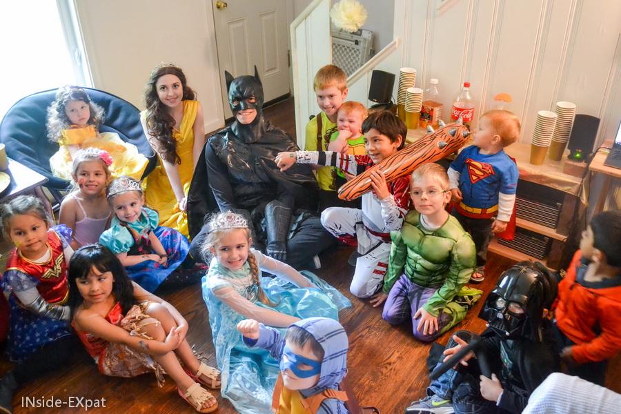 Les enfants avec Belle et Batman