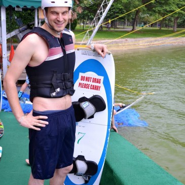Daddy B. teste le Wakeboard!